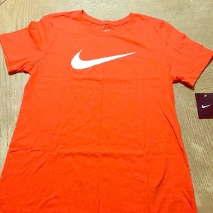 Woman's Nike Graphic T Shirt NWT